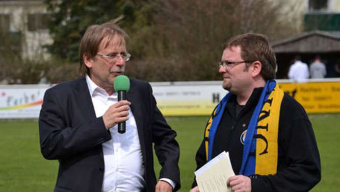 Dr. Rainer Koch (links) mit Thomas Föckersberger vom FC Töging