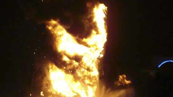 "Die ""King of Kings""-Statue in Flammen"
