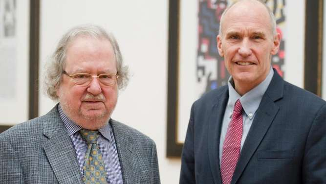 Die US-Immuntherapeuten James P. Allison (l) und Carl H. June in der Johann Wolfgang Goethe-Universität in Frankfurt/Main. Foto: Christoph Schmidt