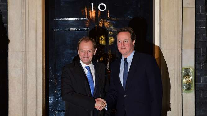Donald Tusk (l.) und der britische Premierminister David Cameron vor No 10 Downing Street in London.