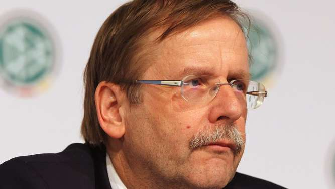 Rainer Koch, co-vice president of the German Football Federation DFB, addresses a press conference to present the results of an internal inquiry on corruption allegations in Frankfurt am Main, western Germany, on March 4, 2016.The DFB presented the results of an internal investigation ordered at business law specialists Freshfields Bruckhaus Deringer to audit their bid for the FIFA Football World Cup 2006. / AFP / DANIEL ROLAND