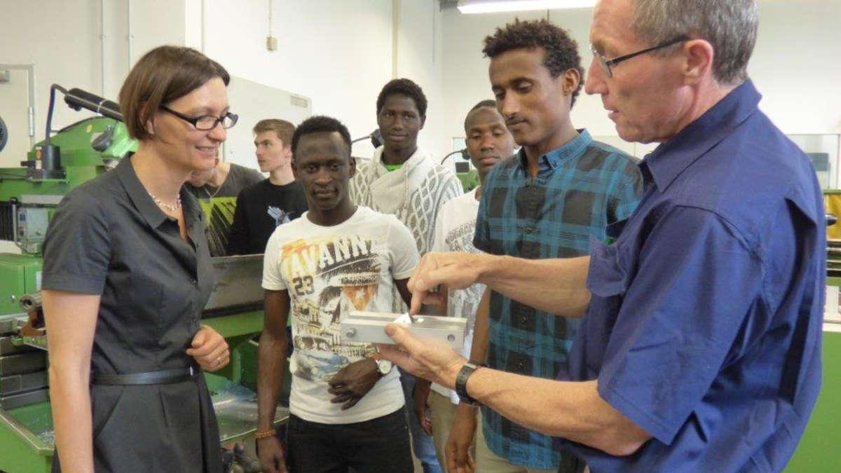 projekt bayern turbo in rosenheim asylbewerber werden auf eine betriebliche ausbildung. Black Bedroom Furniture Sets. Home Design Ideas