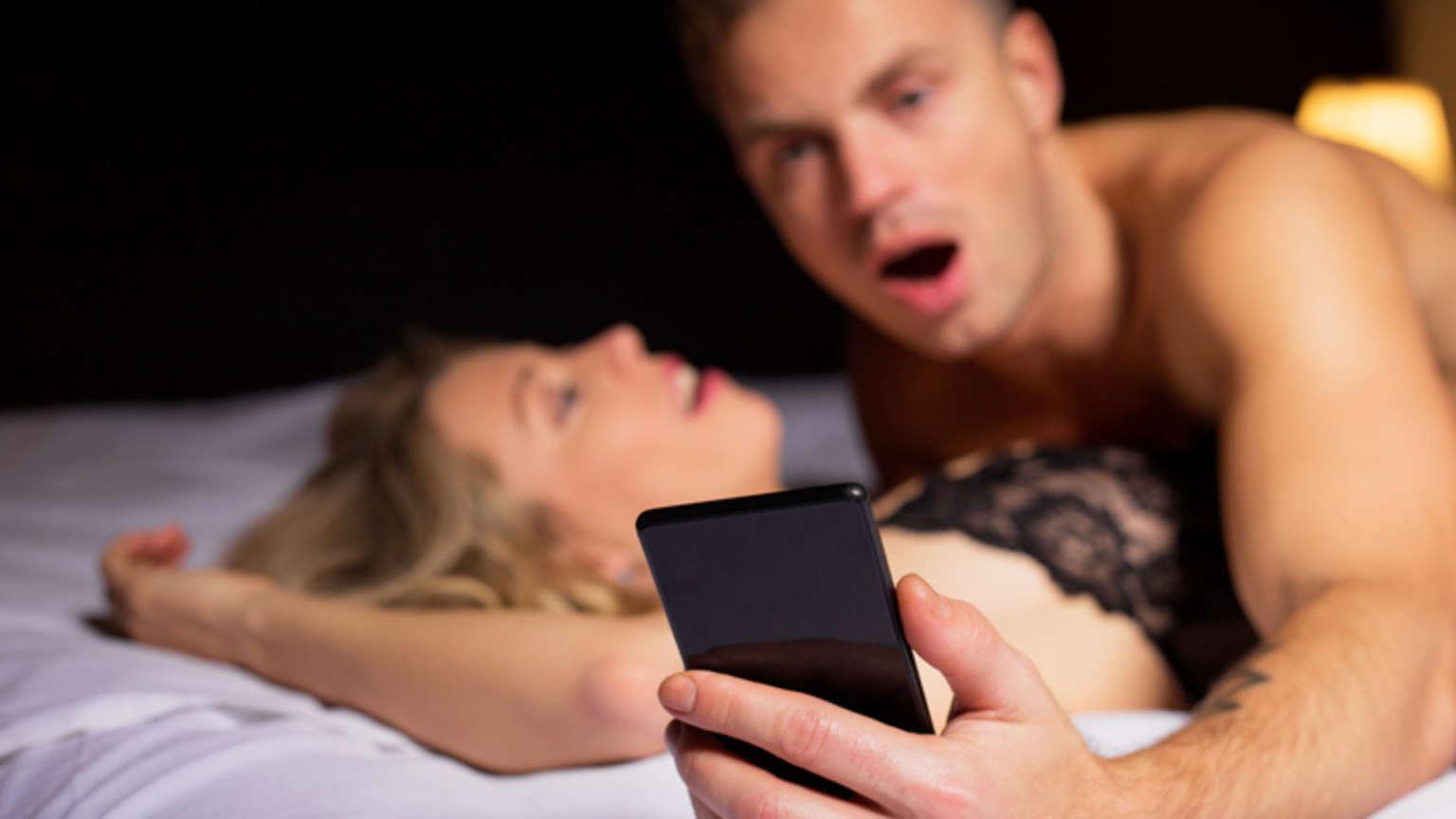 Зачем муж смотрит порно