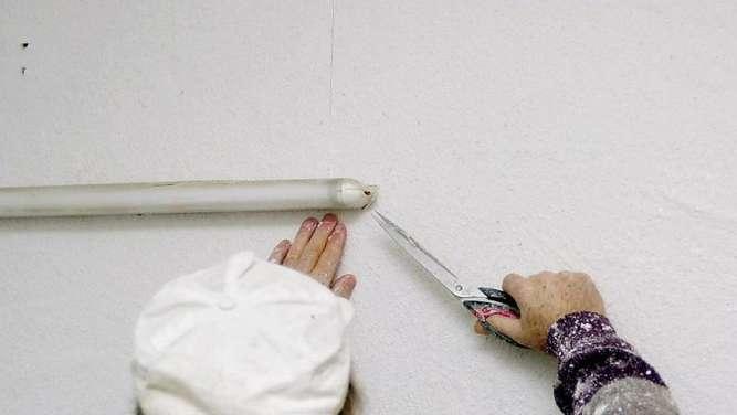 tapezieren im neubau test zeigt trocknung der wand an wohnen. Black Bedroom Furniture Sets. Home Design Ideas