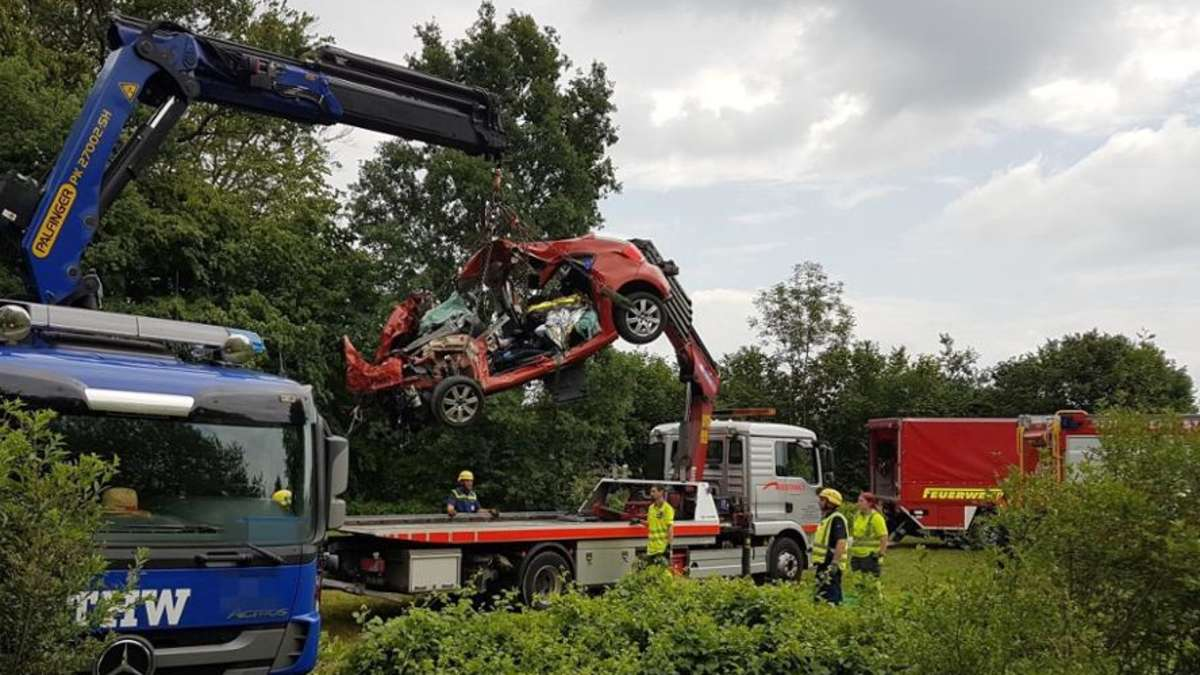 Edling: Tödlicher Unfall zwischen Regionalzug und Auto bei