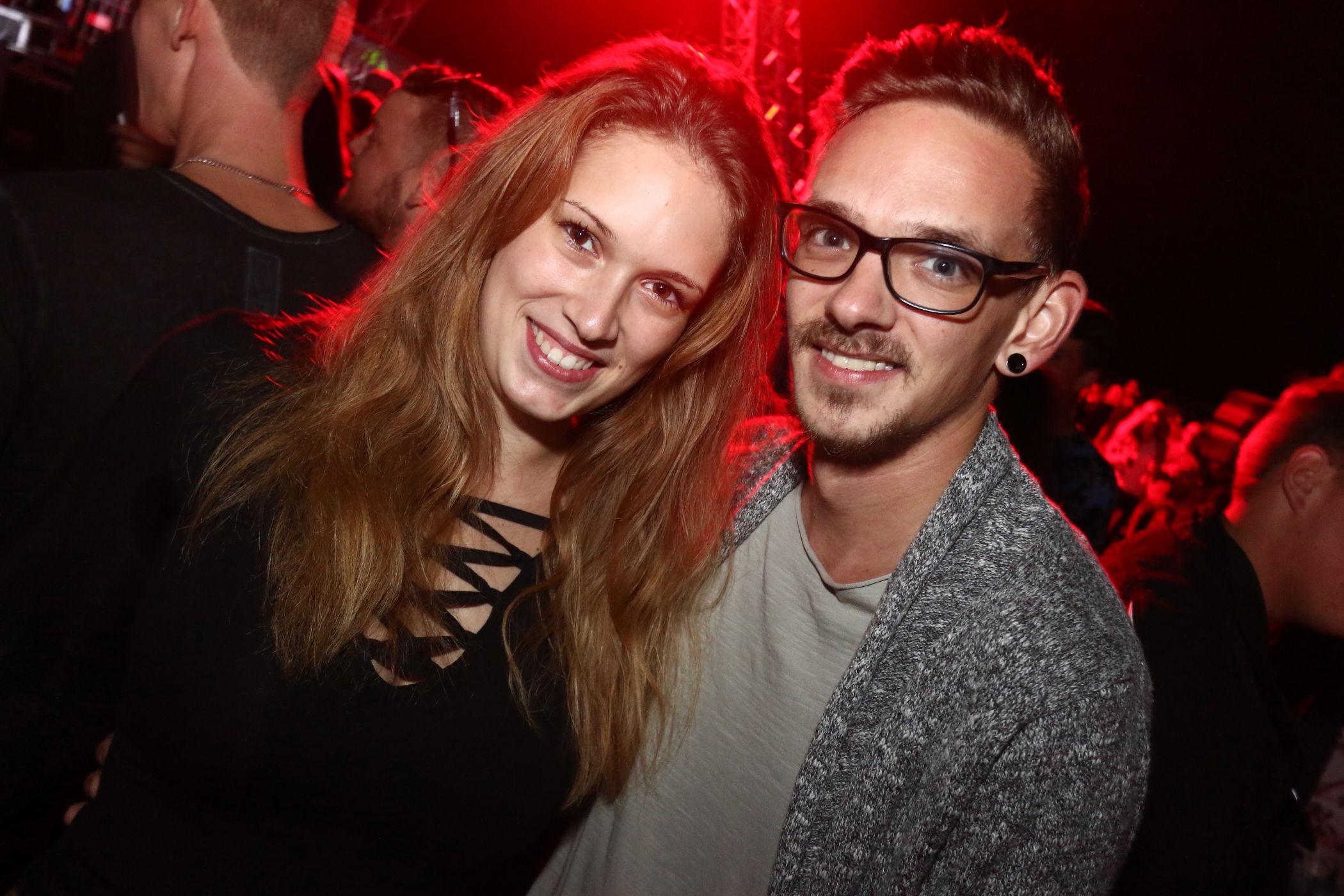 Thal singles frauen Ehefrau will sexdate