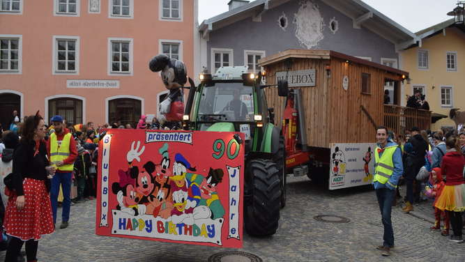 Der Faschingsumzug in Waging - Bilder und Video